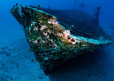 Wreck in Tahiti, scuba diving with Topdive