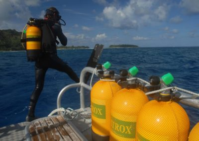 Going underwater - Scuba dive with Nitrox in Polynesia with TOPDIVE